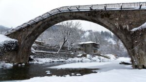 8 κορυφαίοι χειμερινοί προορισμοί στην Ελλάδα που ανυπομονούμε να ξαναπάμε!
