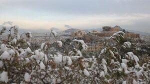 Χιονίζει στο κέντρο της Αθήνας – Το πυκνό χιόνι δημιούργησε υπέροχες εικόνες στην Ελλάδα! (βίντεο)