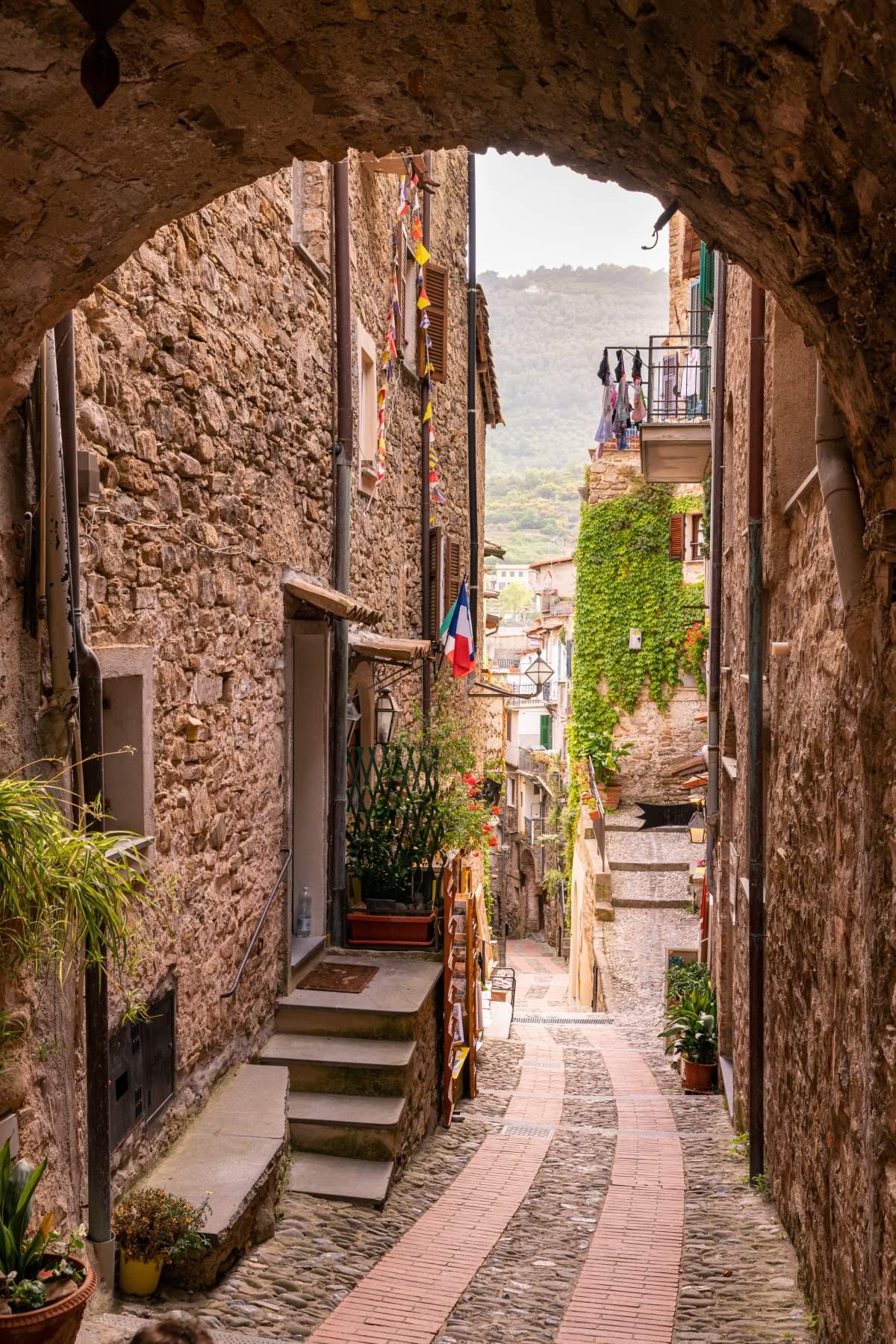 Dolceacqua μεσαιωνικό χωριό, σοκάκι, Ιταλία