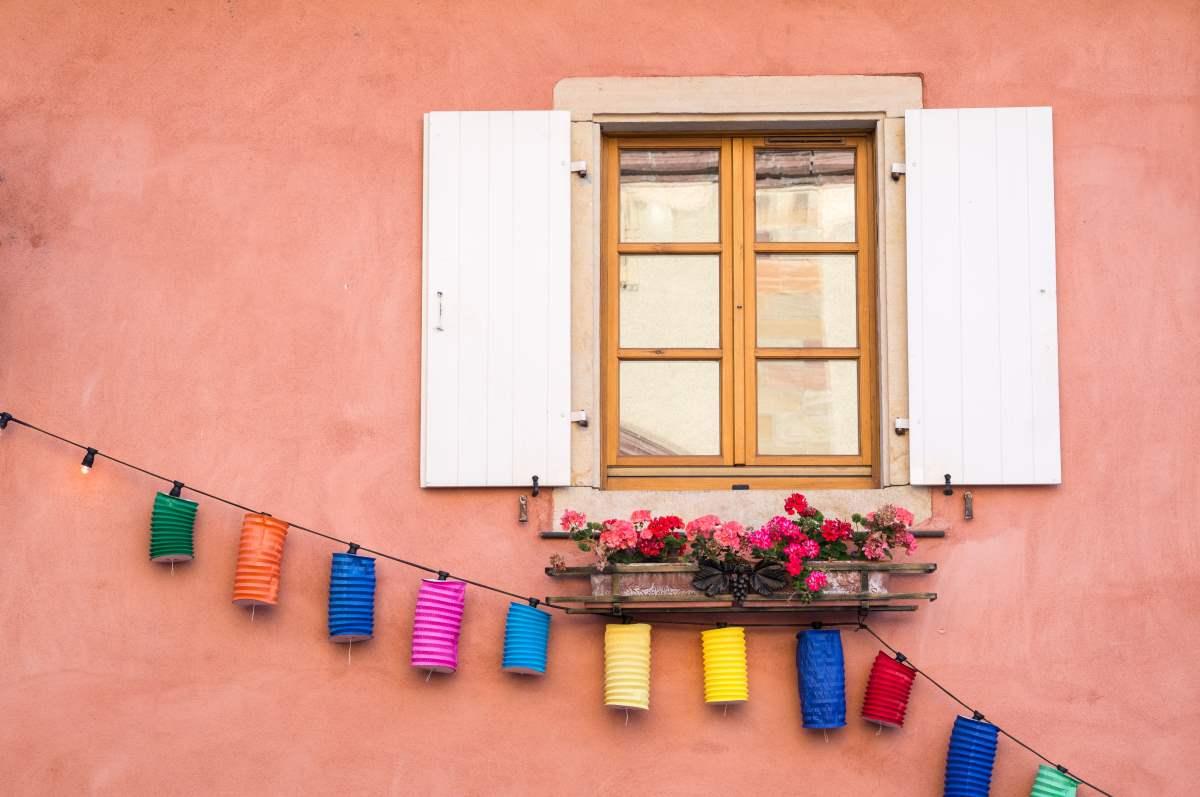 Πολύχρωμε εικόνες στο Eguisheim, Γαλλία