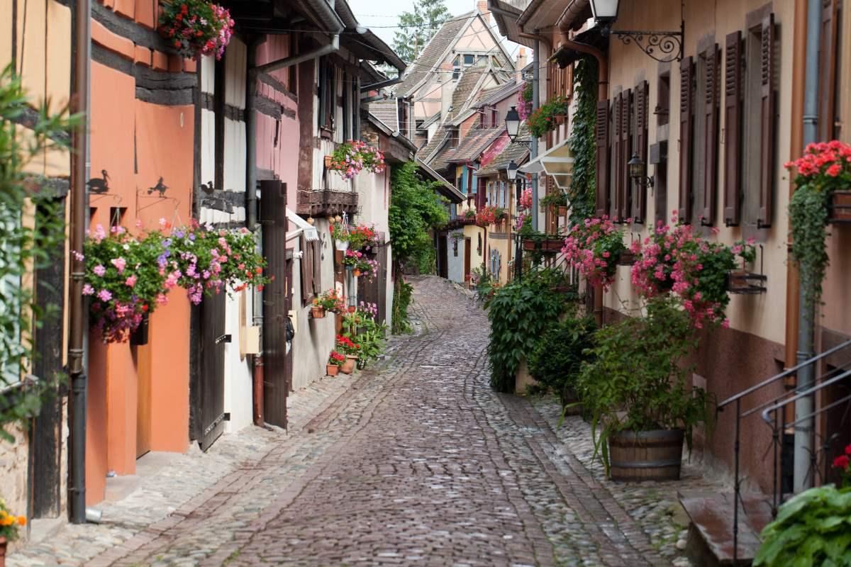 Τα στενά δρομάκια στο Eguisheim, Γαλλία