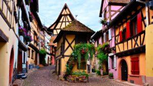 Eguisheim: Το μεσαιωνικό γαλλικό χωριό που θεωρείται ο «δρόμος του κρασιού» -Δείτε τις εντυπωσιακές φωτογραφίες