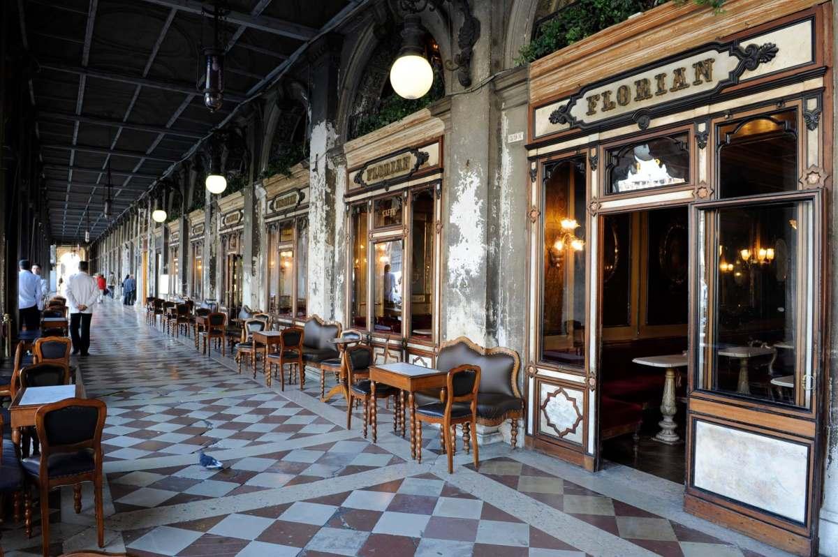 Florian, Πλατεία Αγίου Μάρκου απέναντι από τη Βασιλική του Αγίου Μάρκου στη Βενετία, βρίσκεται το πιο παλιό και πιο ιστορικό καφέ της πόλης, το αρχαιότερο της Ιταλίας, ένα από τα αρχαιότερα και παγκοσμίως γνωστά  της Ευρώπης.
