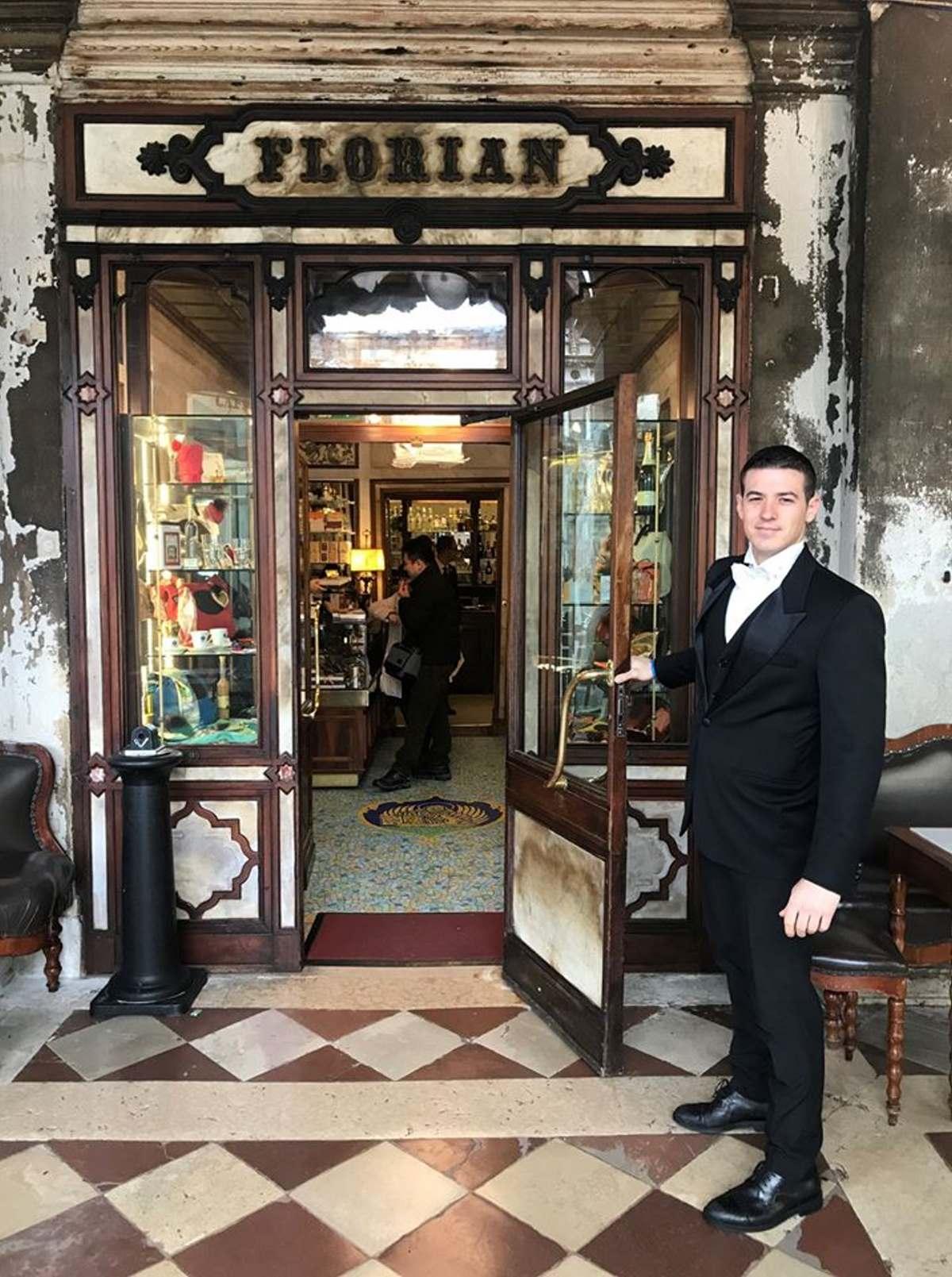 Florian, Πλατεία Αγίου Μάρκου απέναντι από τη Βασιλική του Αγίου Μάρκου στη Βενετία, το πιο παλιό καφέ της Ιταλίας