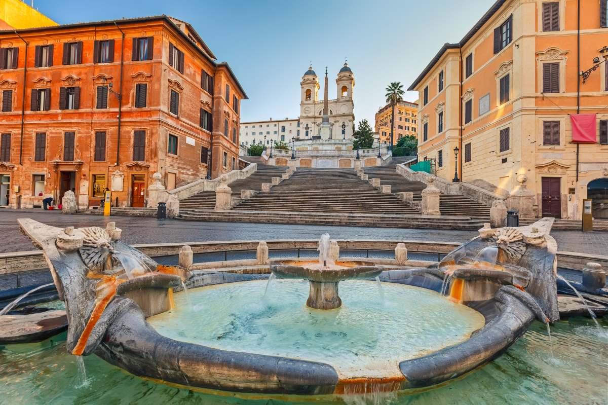 Monti γειτονιά Ρώμη συντριβάνι και εκκλησία