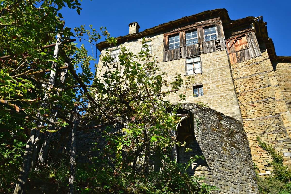 Παρατημένα πέτρινα κτήρια, Νεγάδες Ζαγόρι