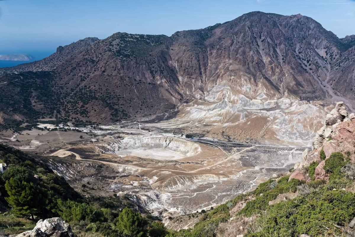 Νίσυρος πανοραμική άποψη του ηφαιστείου