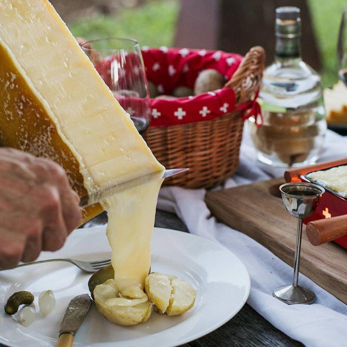 """Ελβετία: Κάνουμε ένα γαστρονομικό ταξίδι στη """"χώρα των λιμνών"""" μέσα από 10 μοναδικά πιάτα που αξίζει να δοκιμάσετε!"""