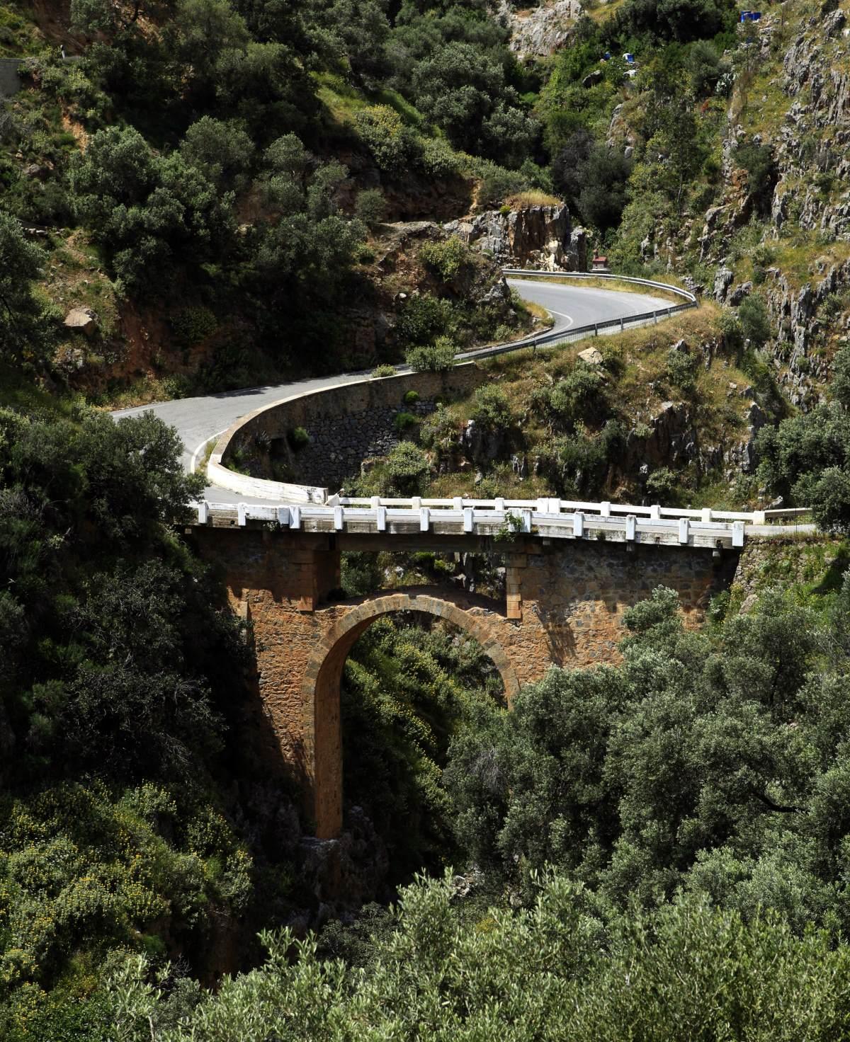 Το γεφύρι πάνω από το φαράγγι στο Ροδάκινο, Κρήτη