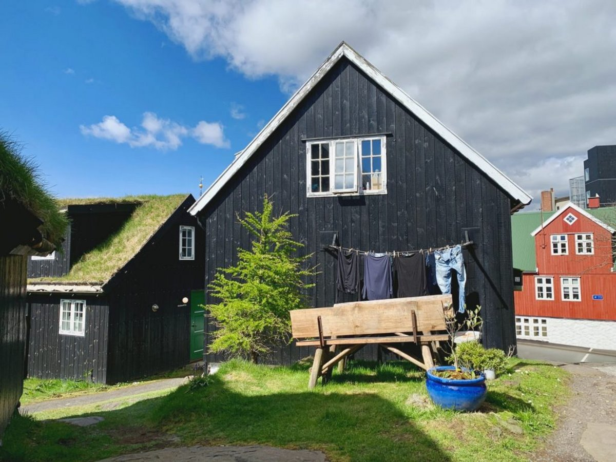 πράσινα σπίτια στο Torshavn στα Νησιά Φερόε