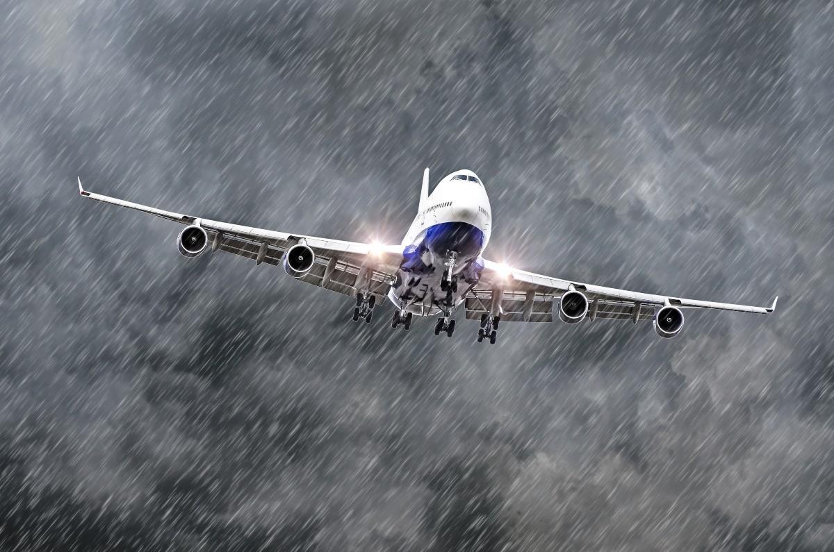Αεροπλάνο σε κακοκαιρία