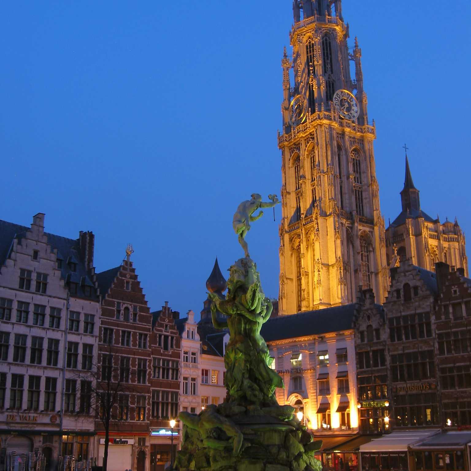 """Βέλγιο: Ταξιδεύουμε στην """"πόλη των διαμαντιών"""" και ανακαλύπτουμε το πανέμορφο ιστορικό της κέντρο..."""