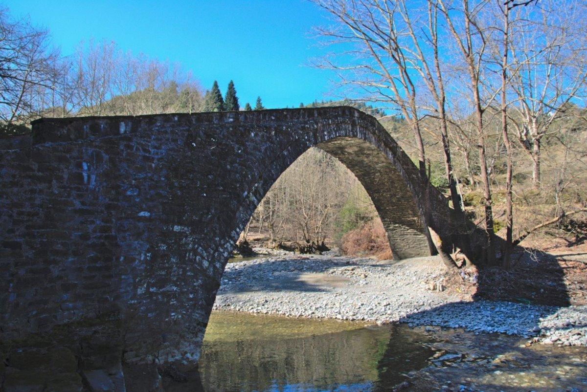 γέφυρα Καμάρα μεσοπύργου Αχελώος