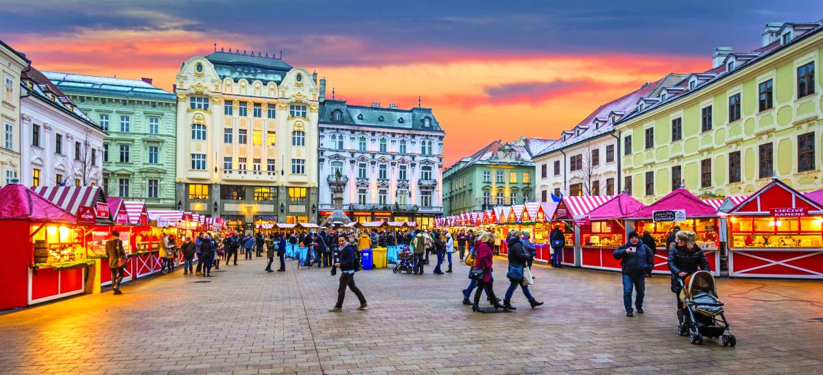 Η χριστουγεννιάτικη αγορά στην Μπρατισλάβα, στην κεντρική πλατεία.