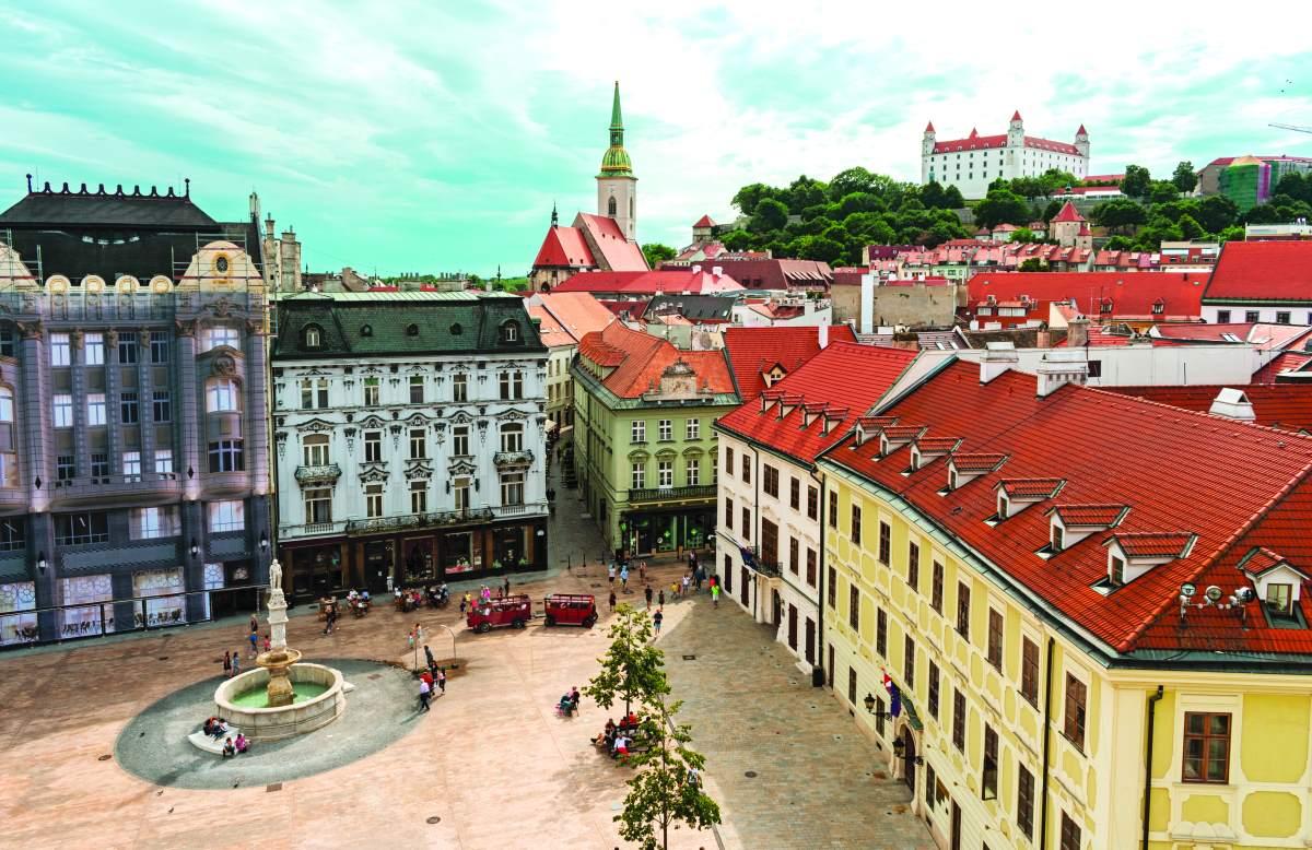 Το Κάστρο, η κεντρική πλατεία και ο Καθεδρικός του Αγίου Μαρτίνου