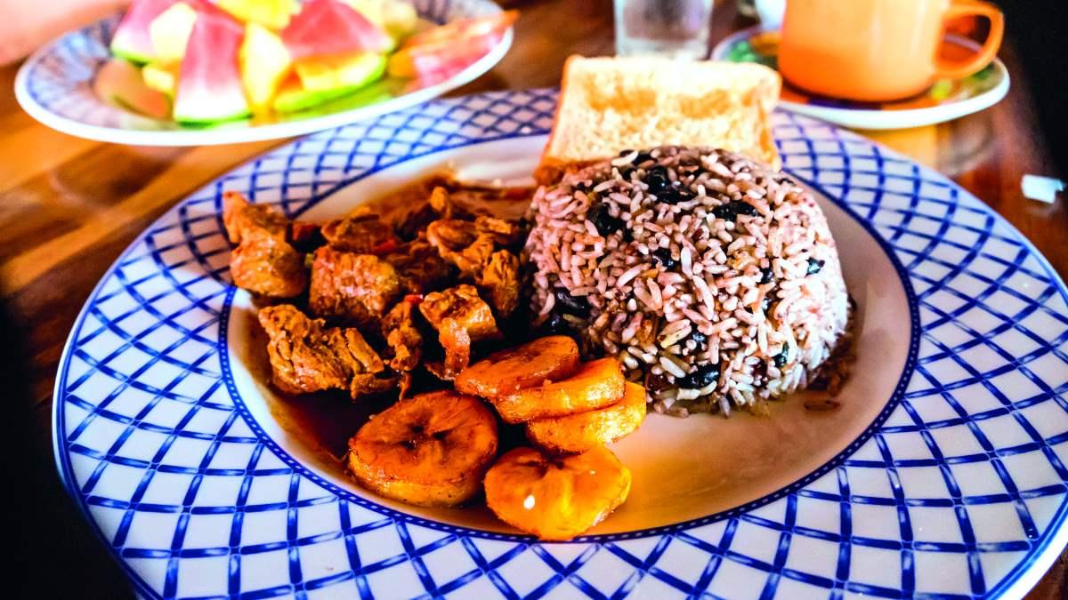 κουζίνα της Κόστα Ρίκα παραδοσιακό πιάτο με μπανάνες