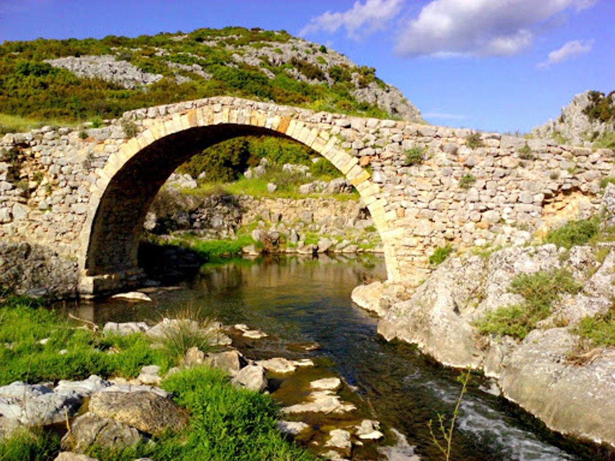 Δαφνούλα γεφύρι κοντά στην Αθήνα