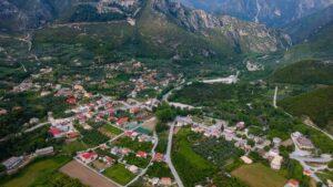 Γλυκή: Το ιστορικό χωριό στις όχθες του Αχέροντα μέσα στο πράσινο & στα τρεχούμενα νερά!