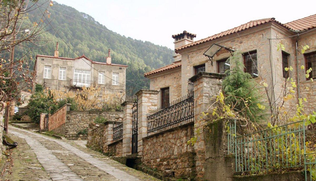 Γλυκή ιστορικό χωριό στην Ήπειρο