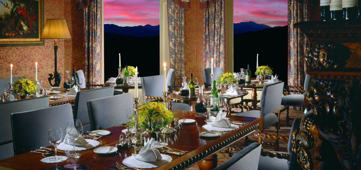 Τραπεζαρία στο ξενοδοχείο-κάστρο Inverlochy Castle