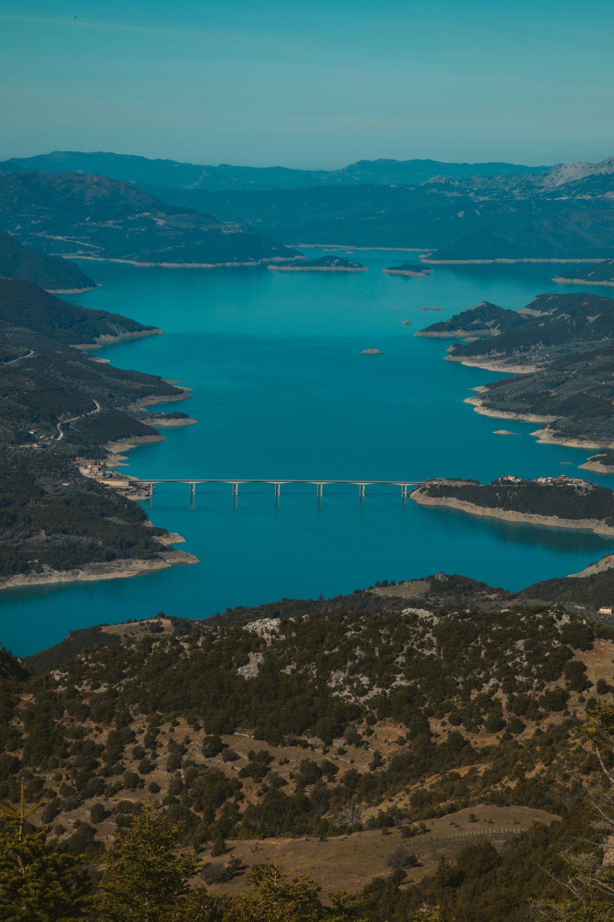 Λίμνη Κρεμαστών απέρνατη ομορφιά από τον Τάσο Δούση και τις Εικόνες