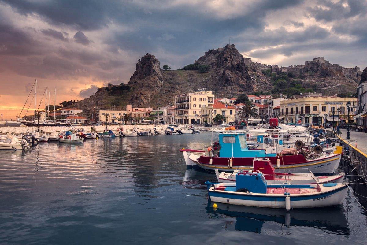 Παναγία Κακαβιώτισσα: Η πιο παράξενη εκκλησία στην Ελλάδα και η μοναδική στον κόσμο χωρίς σκεπή! (βίντεο)