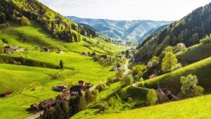 Η μαγεία του Μέλανα Δρυμού μέσα από γραφικά χωριά, κουκλίστικα σπιτάκια και μαγευτικές λίμνες!
