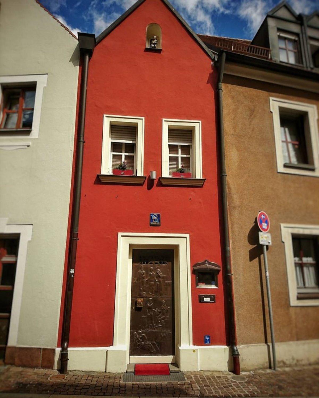 Η είσοδος στο Eh'häusl το μικρότερο ξενοδοχείο στον κόσμο