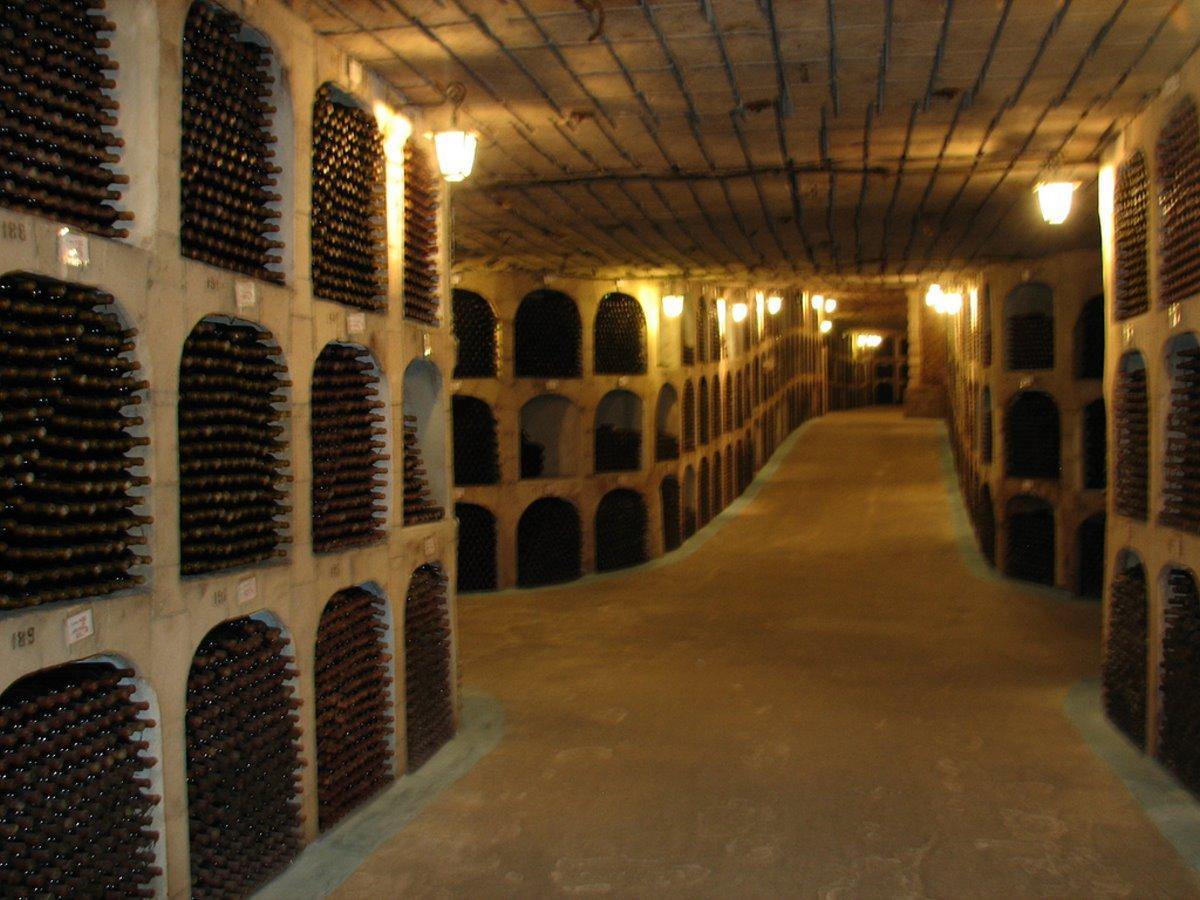 Milestii Mici κελάρι με 2 εκατομμύρια μπουκάλια κρασί