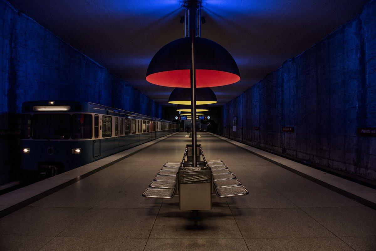 Μόναχο άδειος σιδηροδρομικός σταθμός