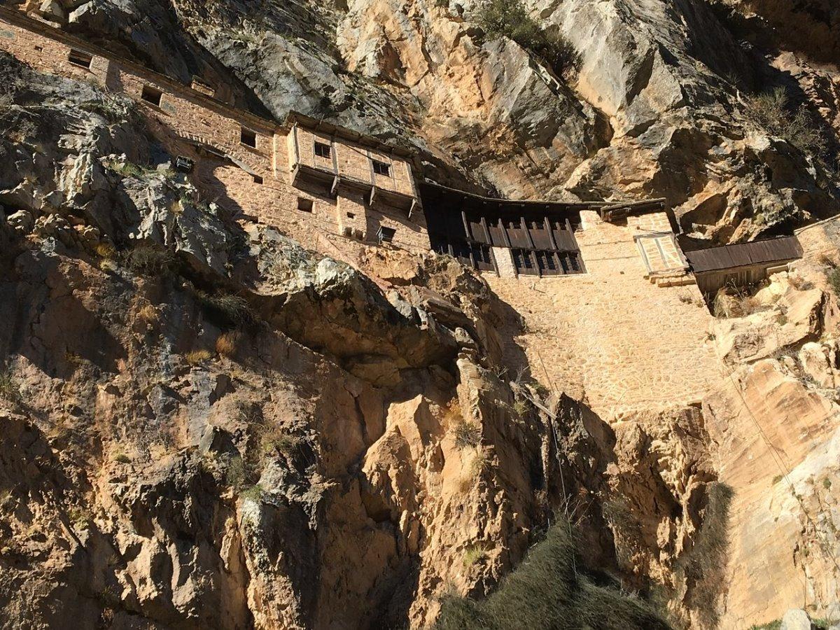 Μονή Κηπίνας Τζουμέρκα μοναστήρι των βράχων