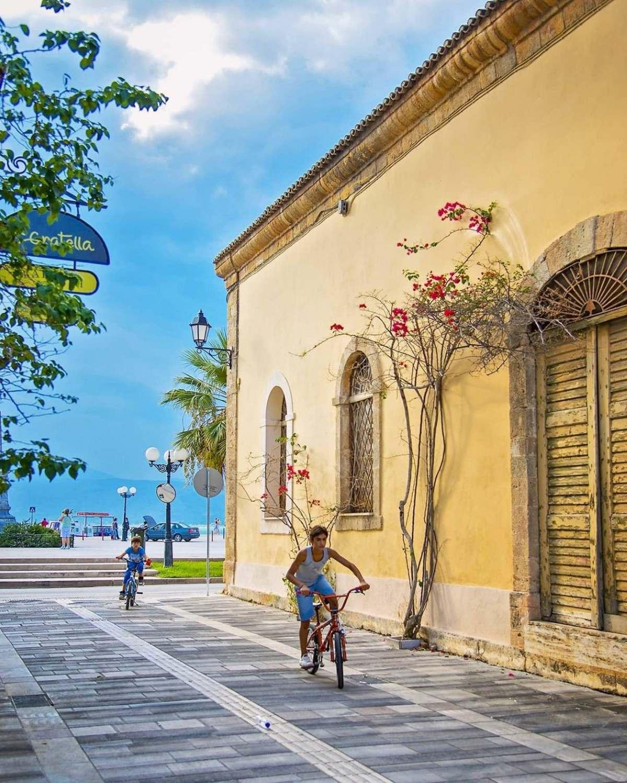 Ναύπλιο  Παλιά πόλη, πάνω από την παραλιακή Μπουμπουλίνας