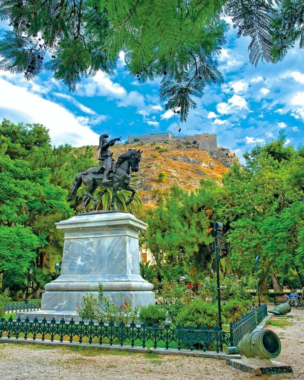 Ναύπλιο  Παλιά πόλη, το άγαλμα του Κολοκοτρώνη