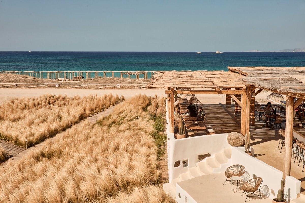 Naxian by the Beach Νάξος μέσα στη θάλασσα
