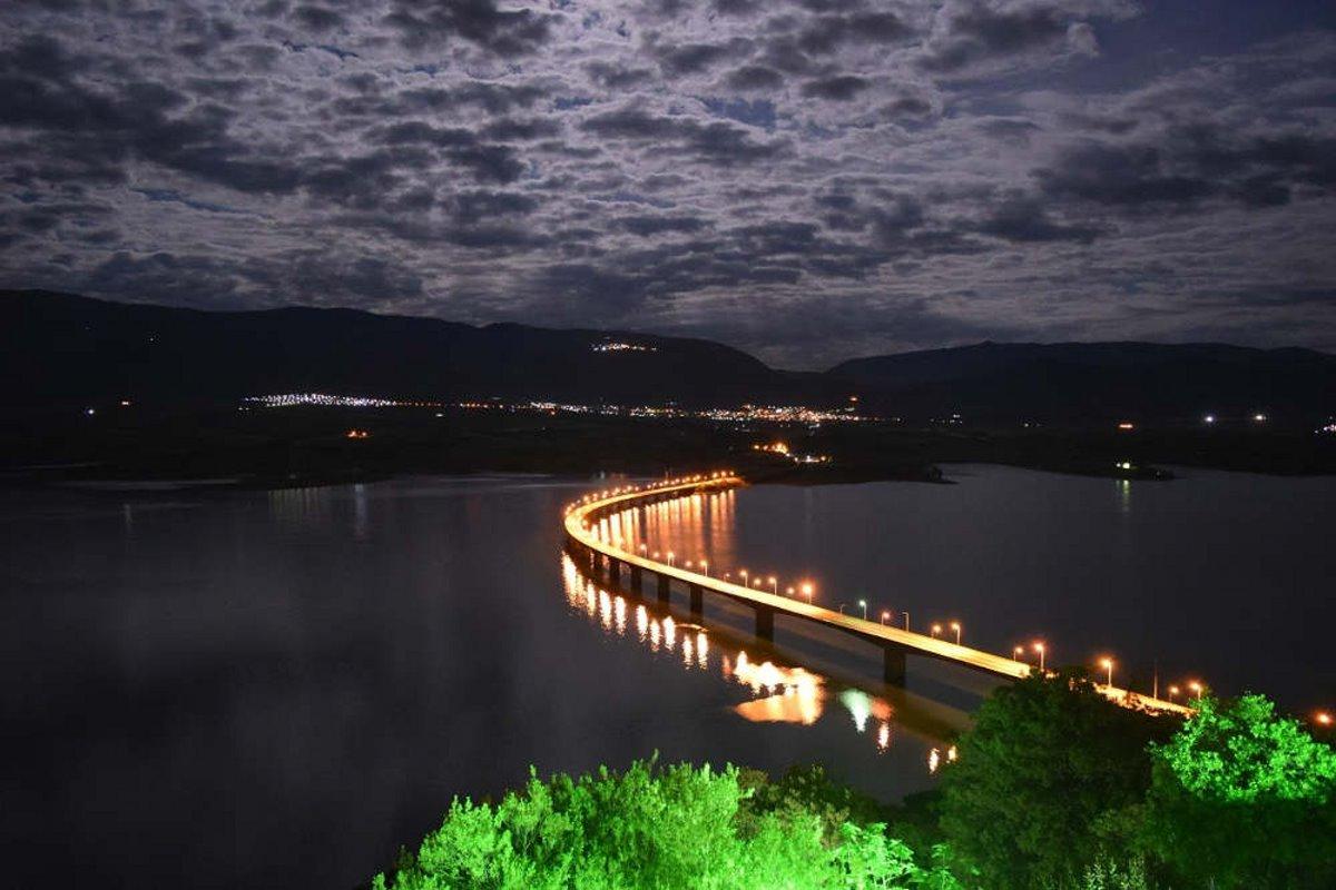 Νεράιδα Κοζάνης νύχτα