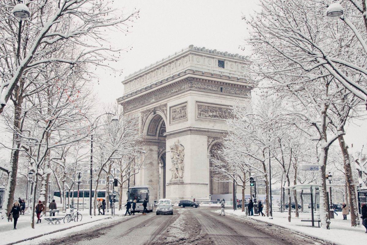 Παρίσι χιονισμένο Arc de Triomphe