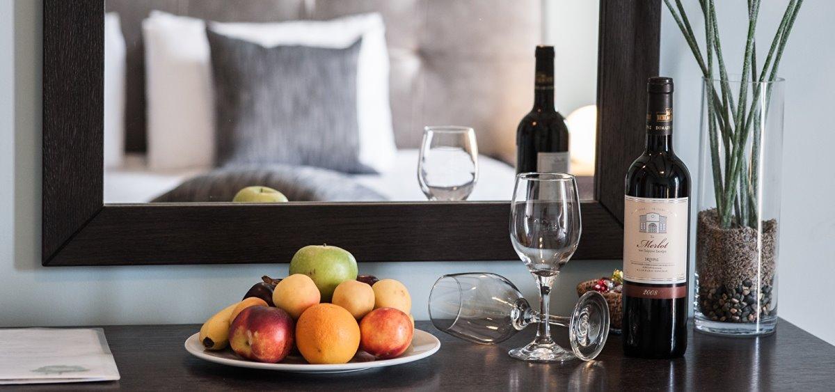 Κρασί στο δωμάτιο του ξενοδοχείου perivoli Ναύπλιο