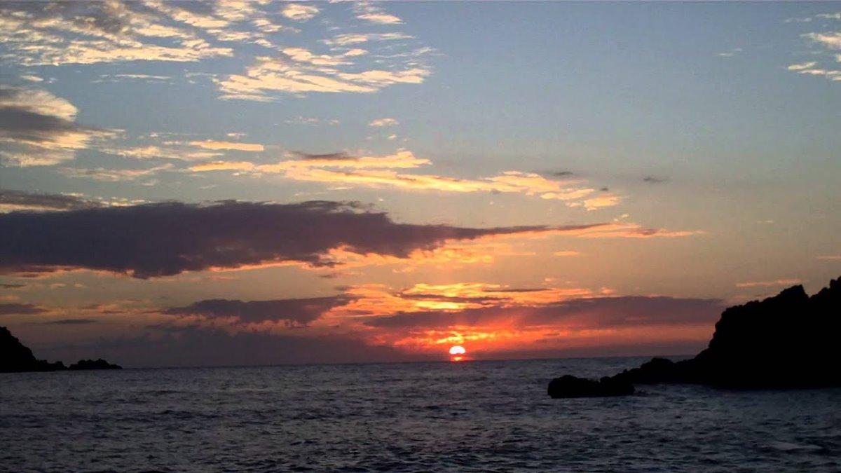 Πετανοί όμορφο ηλιοβασίλεμα στην Ελλάδα