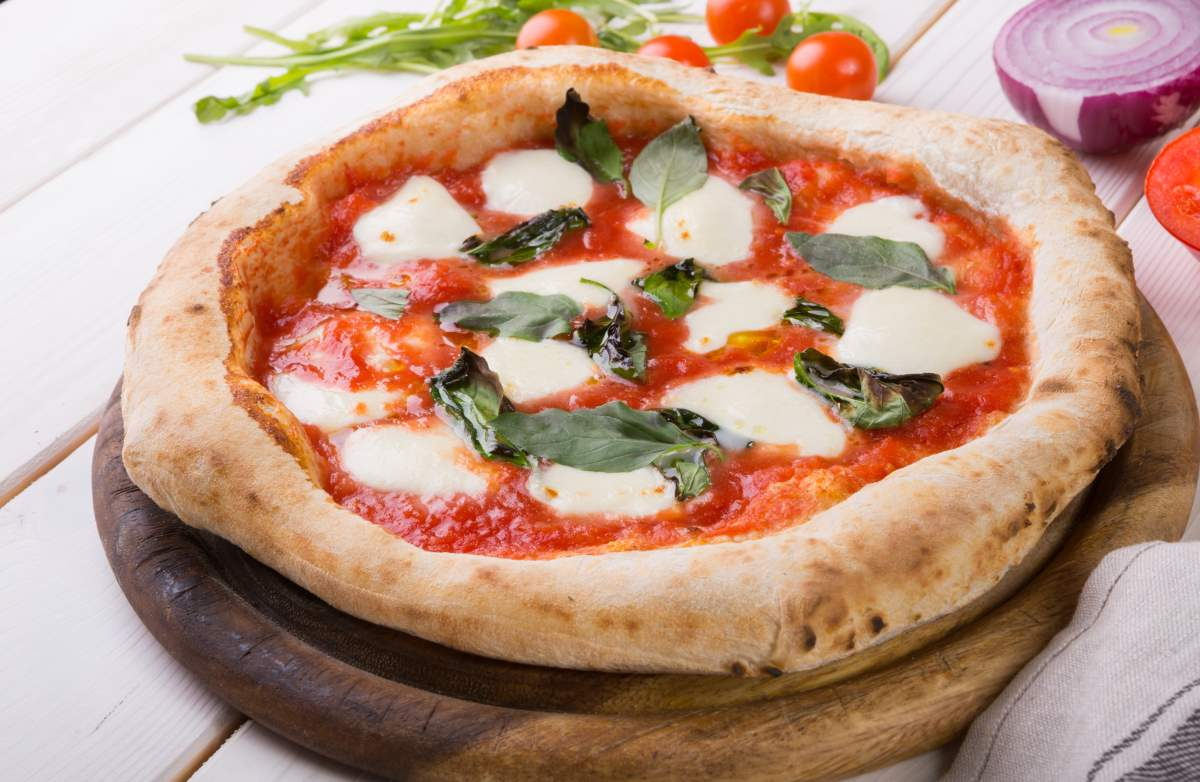 Πίτσα ναπολιτάνα