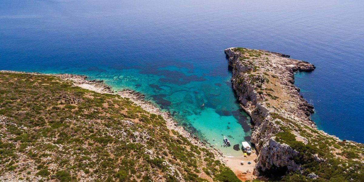 Πρώτη Μεσσηνίας νησί σχήμα κροκόδειλου
