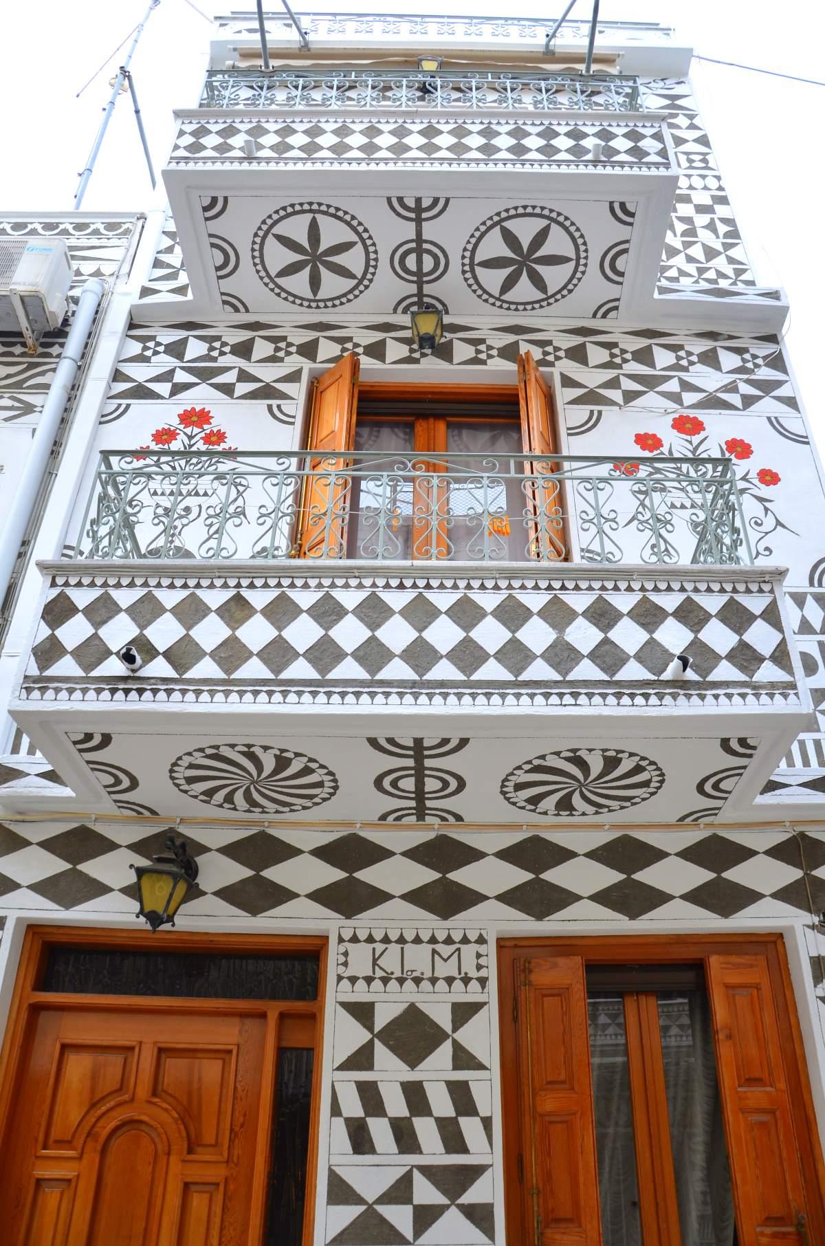 Πυργί Χίος, χαρακτηριστικό κτήριο