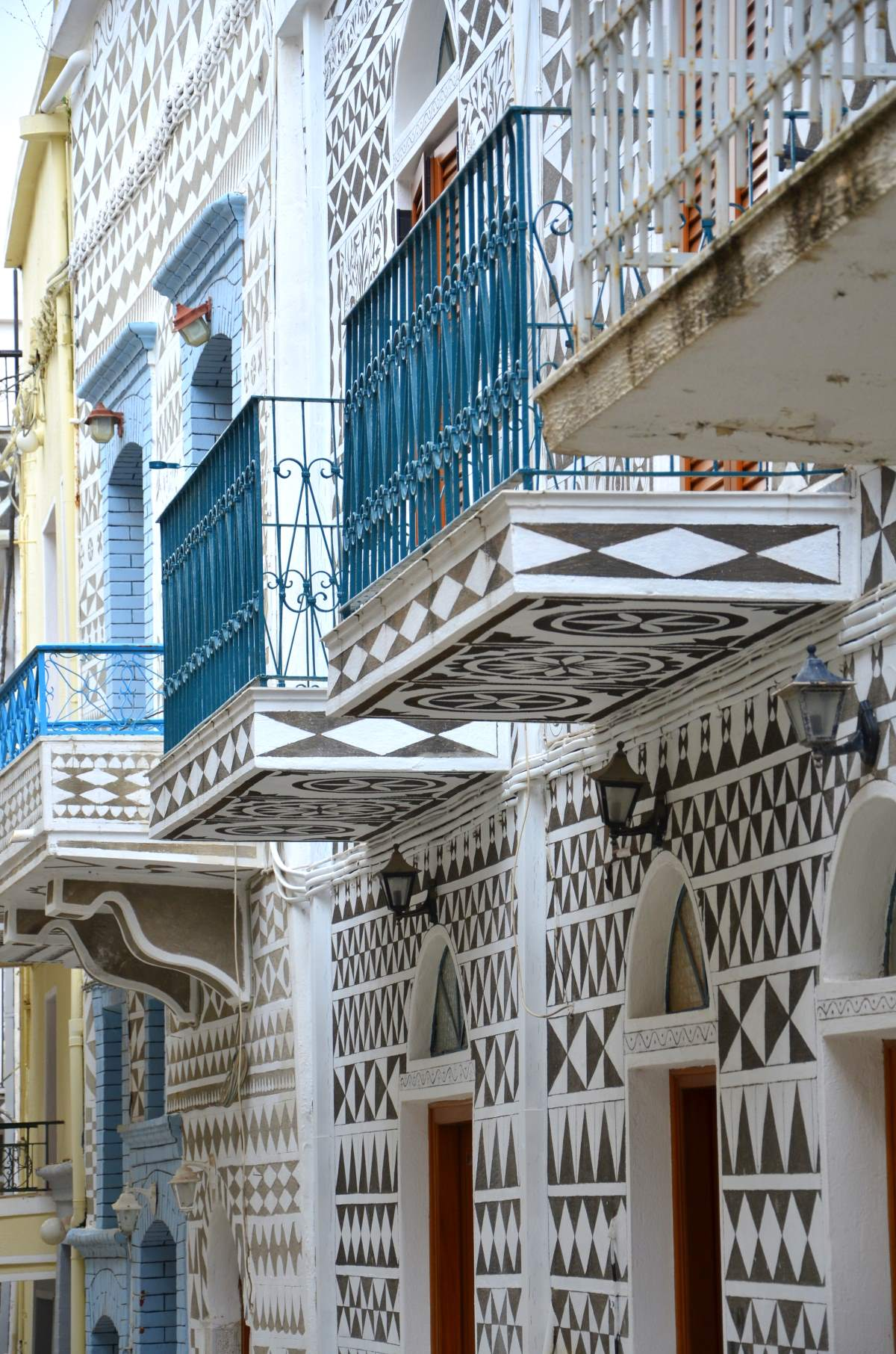 Τα ζωγραφισμένα σπίτια, Πυργί Χίος