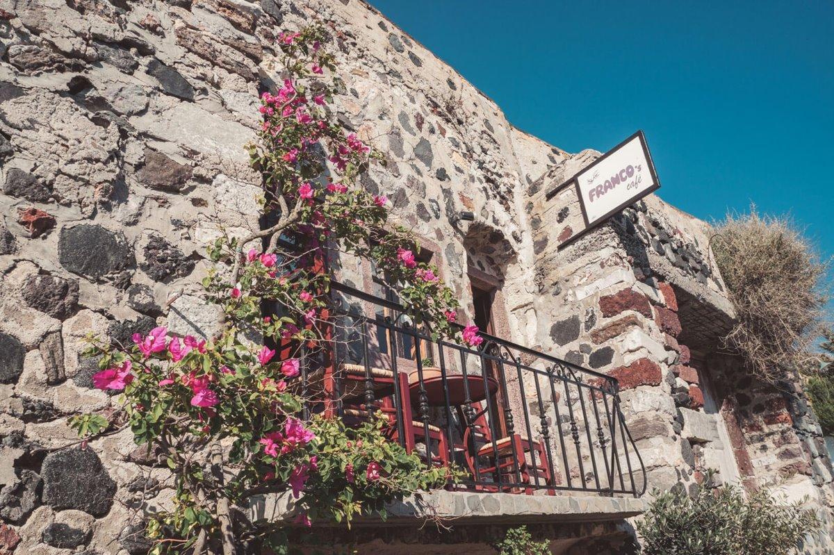 Πύργος μεσαιωνικό χωριό Σαντορίνη