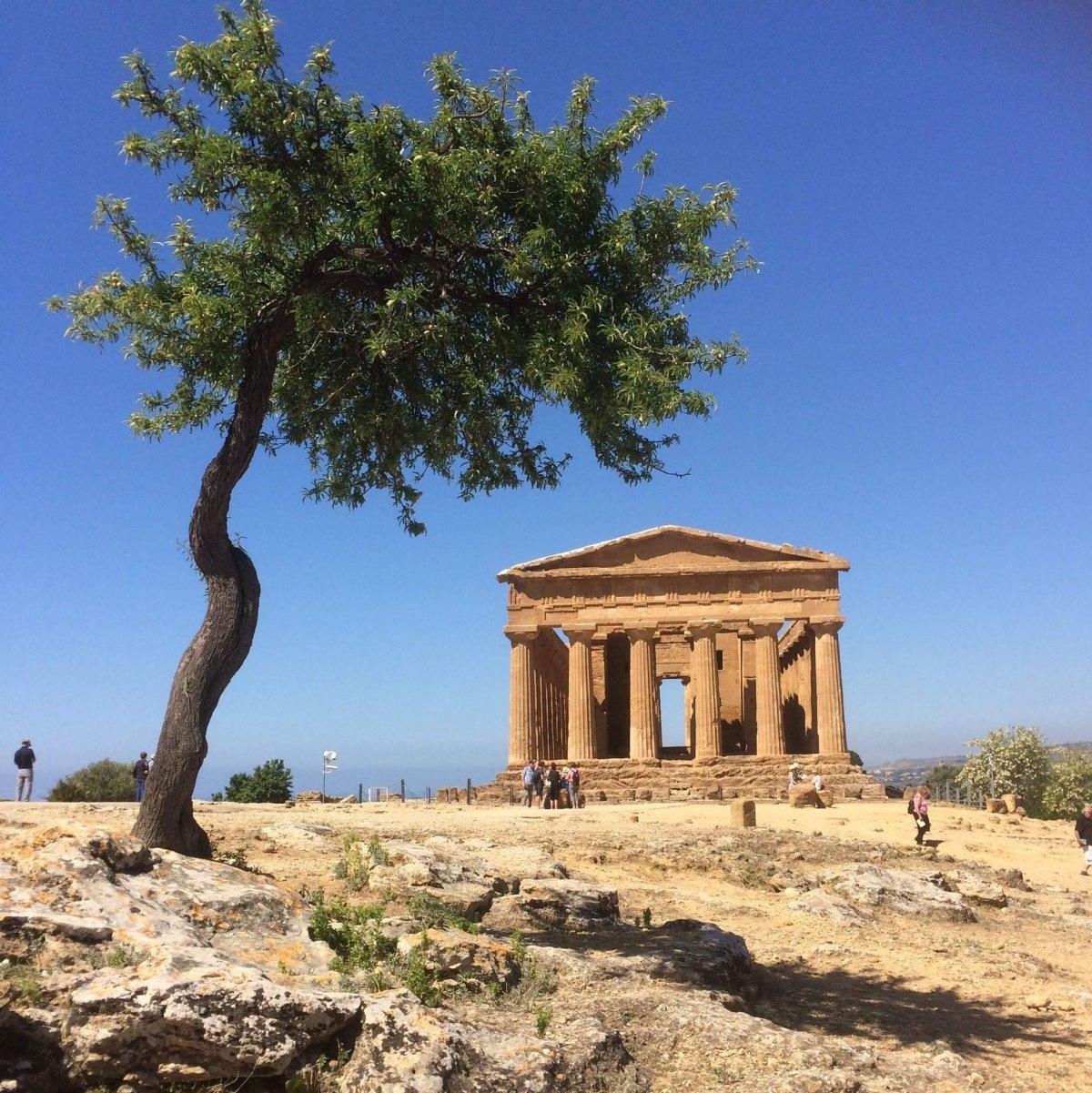 Ελληνόφωνα χωριά Σικελία ιστορία