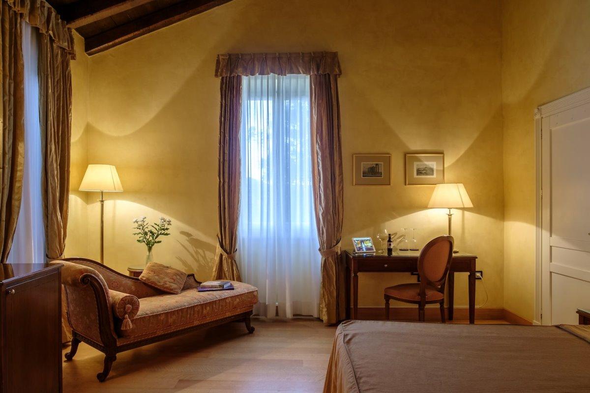 Siorra Vittoria, Κέρκυρα ιστορικό ξενοδοχείο
