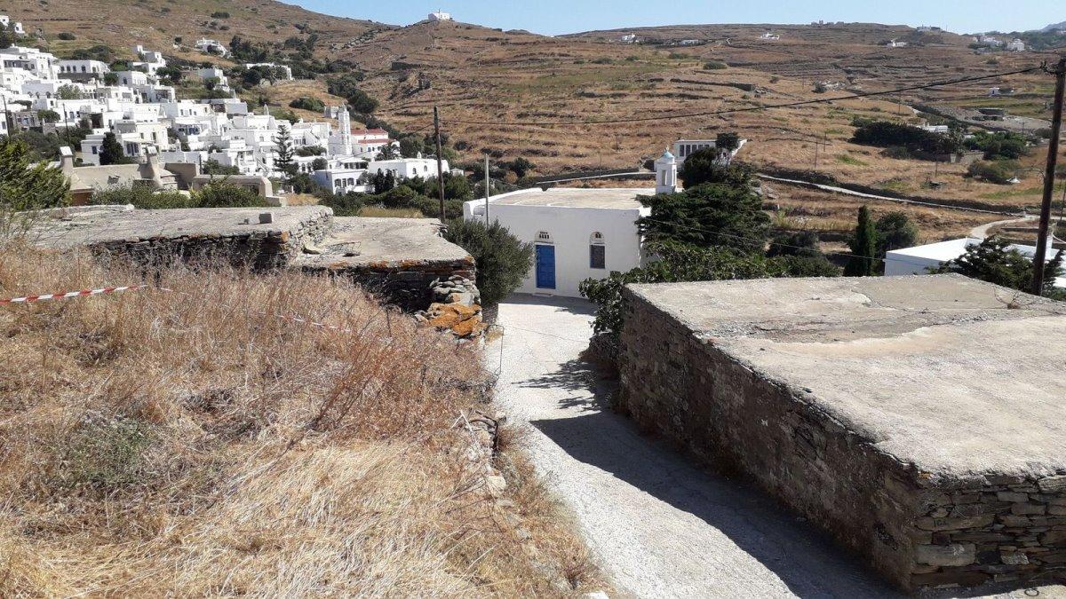 Χωριό χωρίς πλατεία Τήνος