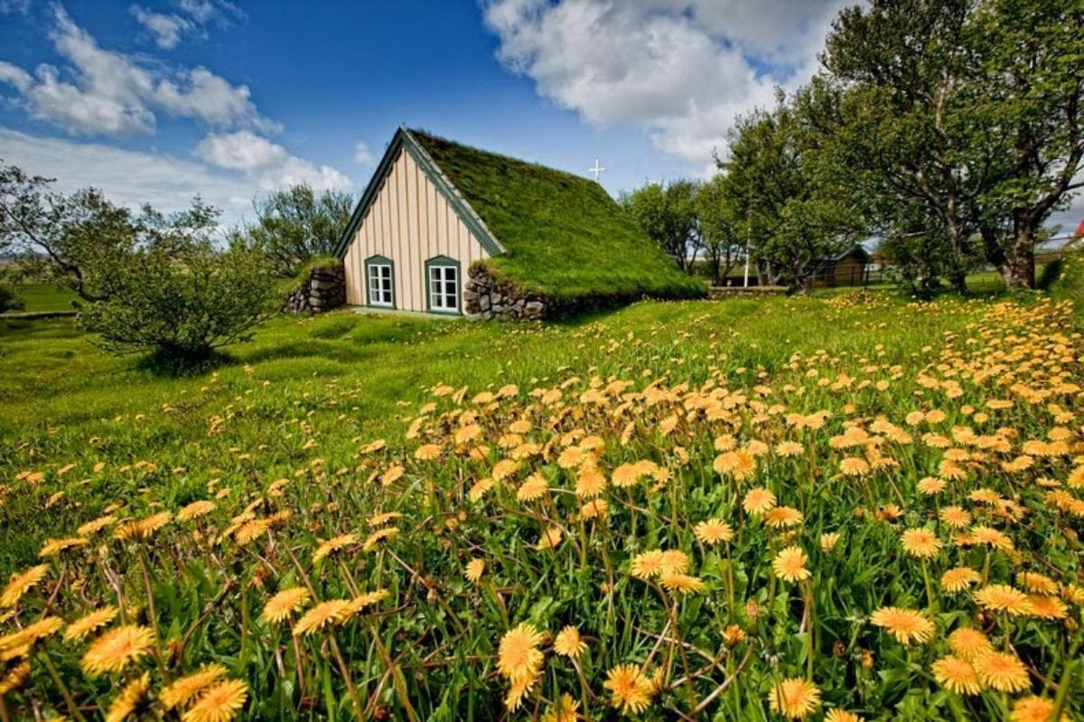 χωριό Χοφ, Ισλανδία, τα σπίτια καλύπτονται με χλοροτάπητα