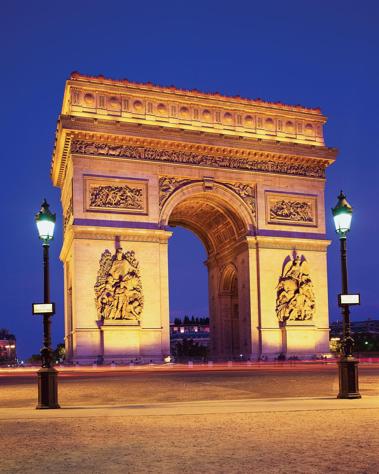 Τα 12 διάσημα αξιοθέατα που πρέπει να δείτε στο πανέμορφο Παρίσι!