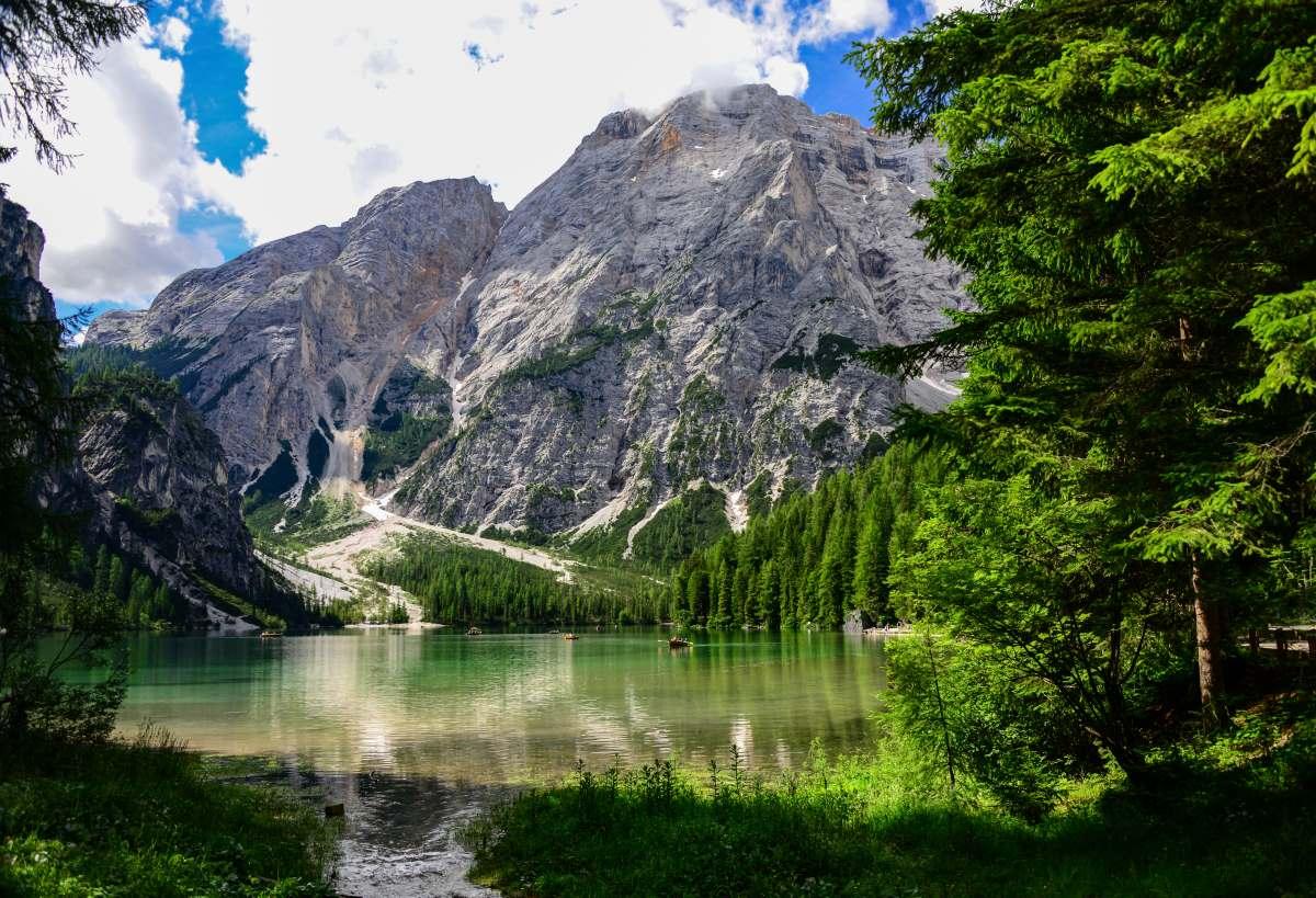 λίμνες στην Νότια Ιταλία, μεταξύ Μιλάνου και Άλπεων