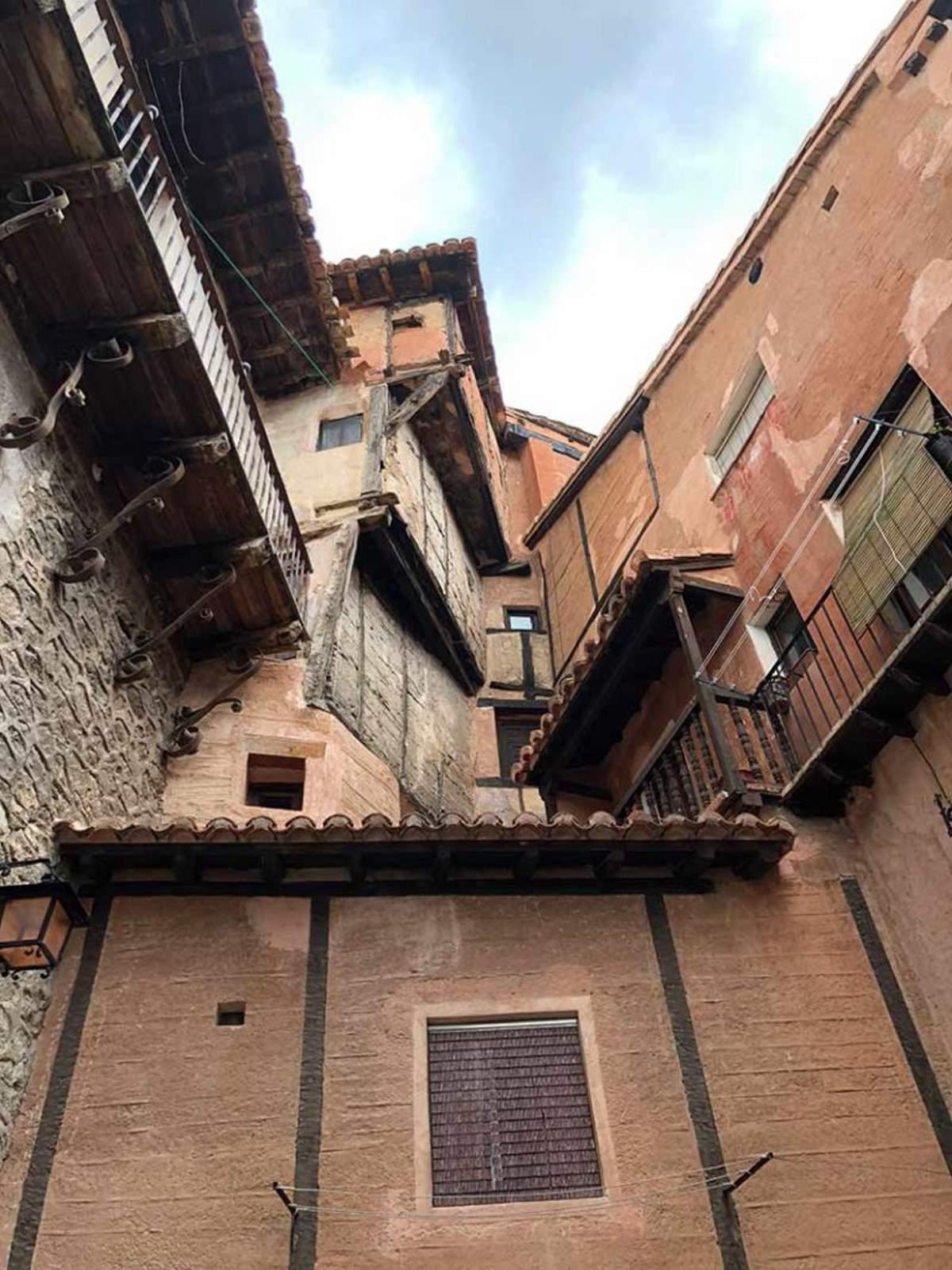 albarracin πέτρινα σπίτια